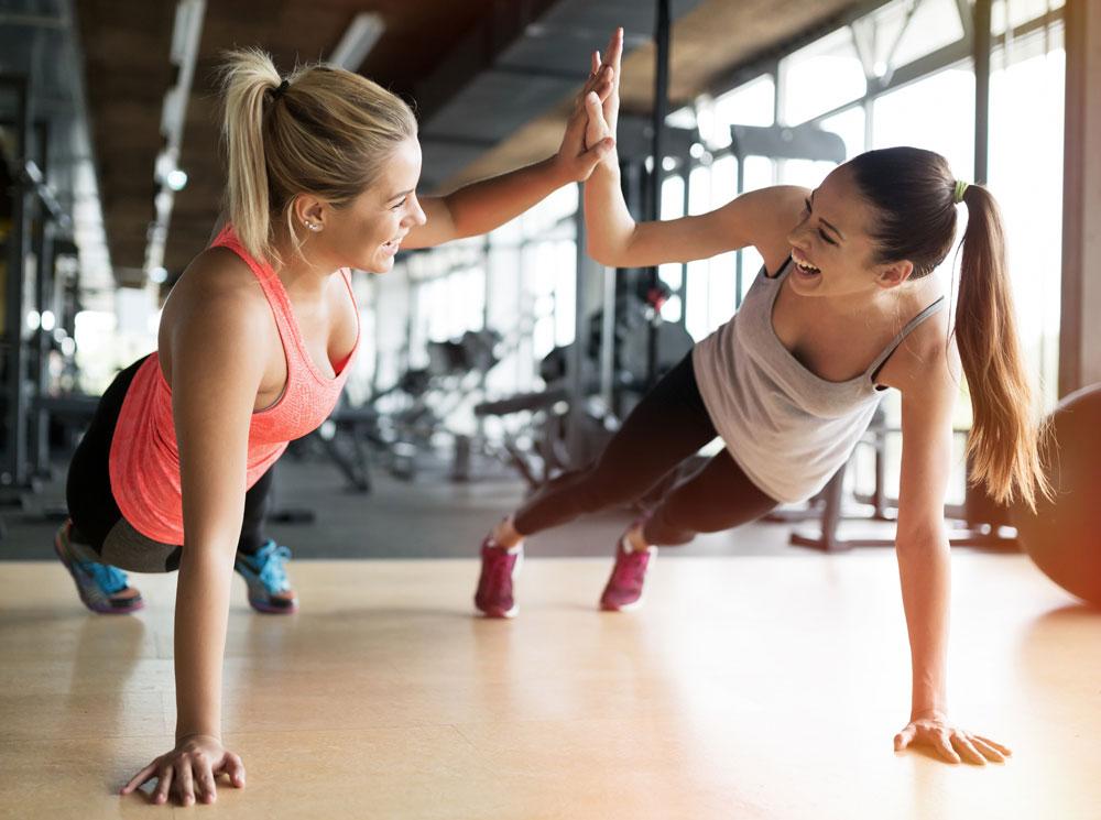 Занятия в тренажерном зале: методы силовых тренировок и программа для  начинающих | Marie Claire